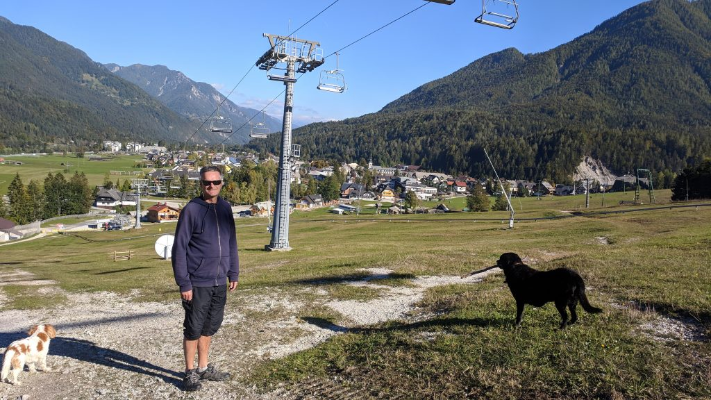A dog walk on the pistes